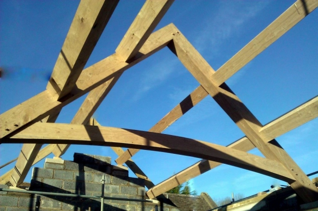 Curved tie oak truss sets