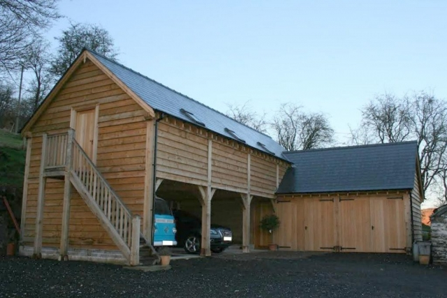 Large oak garage with living accommodation