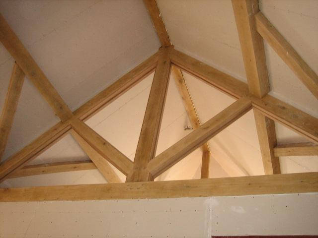 King post oak truss with prulins