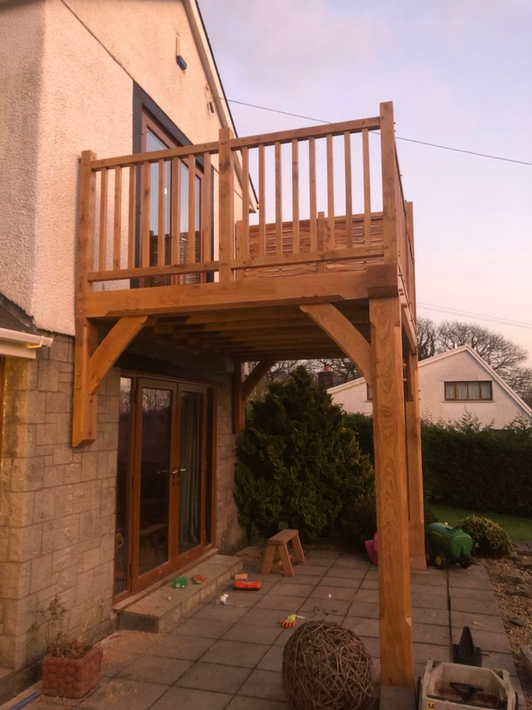 An oak framed balcony with oak spindles