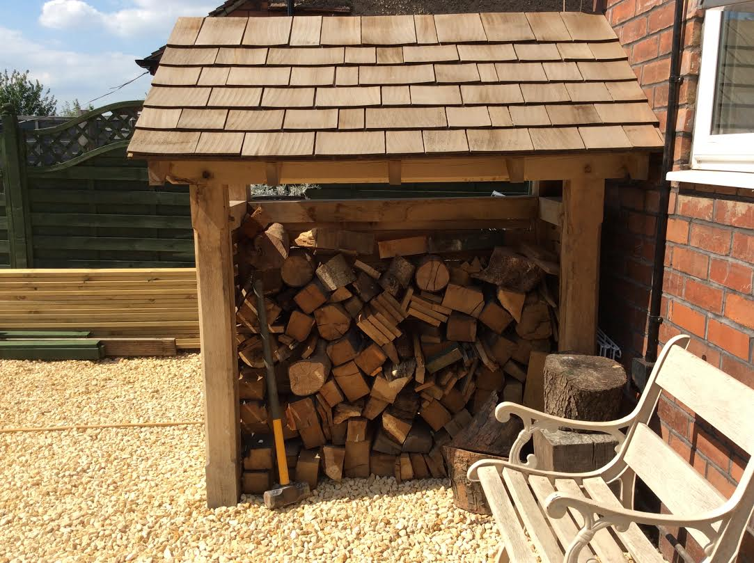 Oak-log-store-hereford