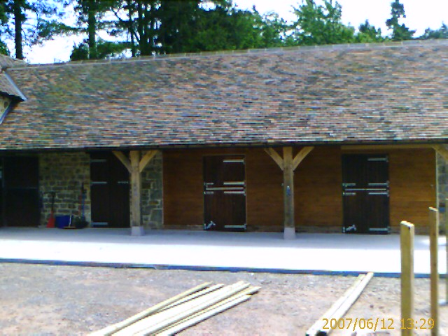 oak garage/stable